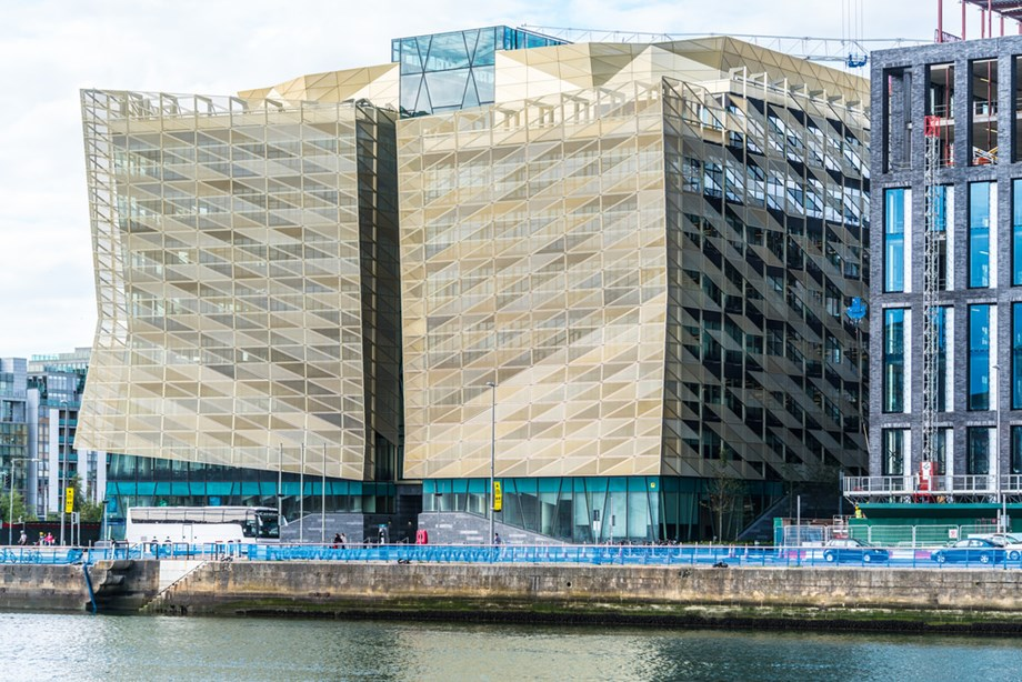 Disorderly Brexit to knock 4 pct Ireland's economic growth, says Central bank