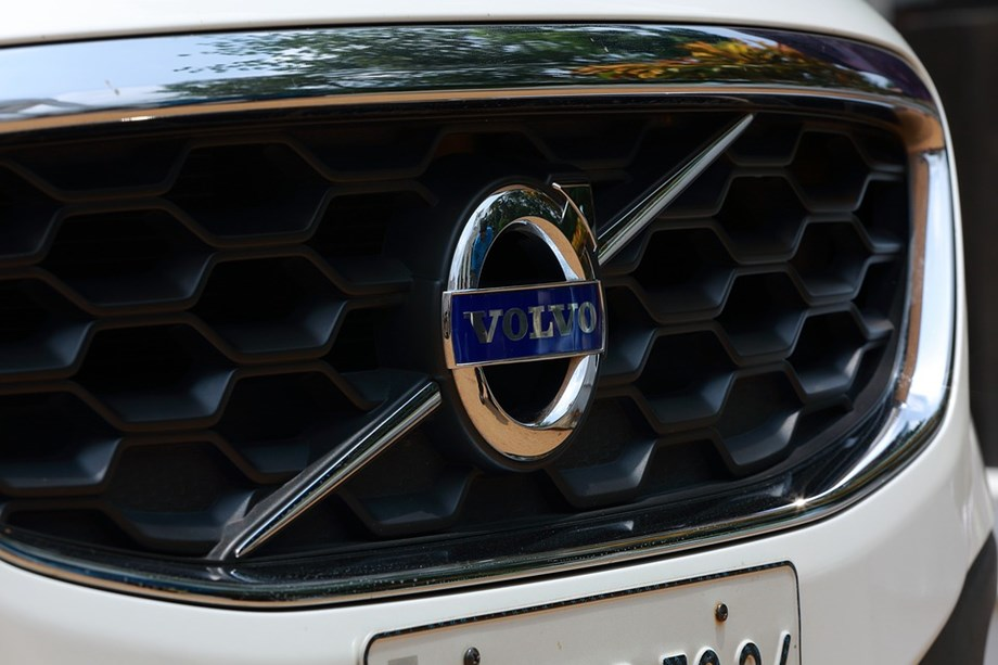 Volvo rises above tough days, eyes sharp rise in market share