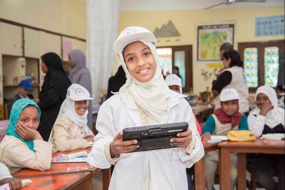 WFP, Ministry provide over 1,800 computer tablets to community schools in Egypt