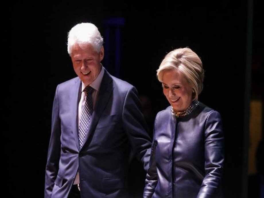 Billy Joel dedicates song to Bill, Hillary Clinton