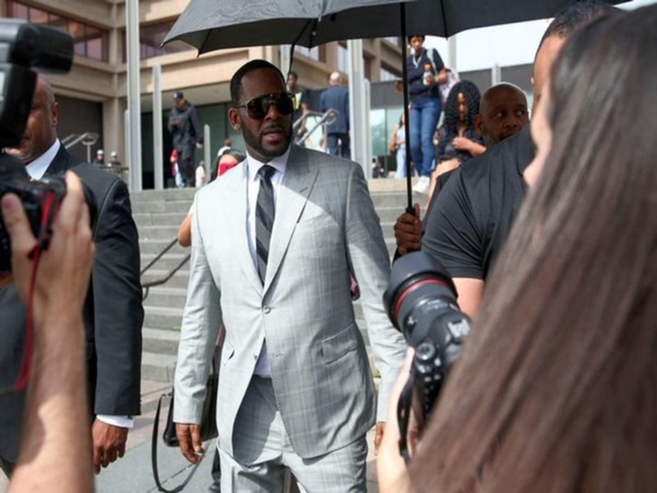 People News Roundup: Singer R. Kelly charged in sex scheme of kidnapping and payoffs