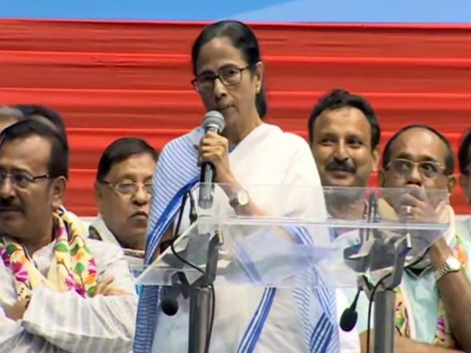 Will try implementing Sixth Pay Commission from Jan 1: Mamata Banerjee
