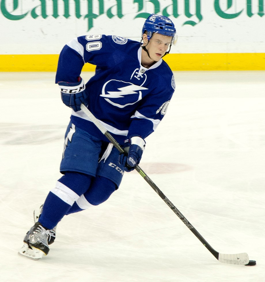 Namestnikov scores twice as Sens down Lightning
