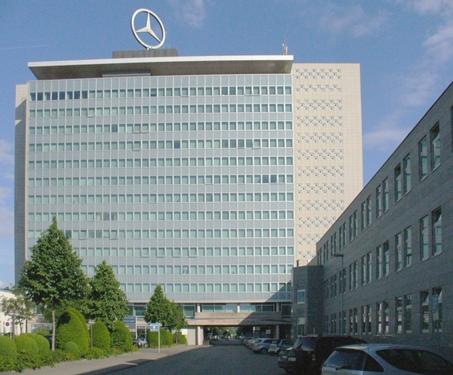UPDATE 3-Daimler profits halve on diesel and restructuring charges