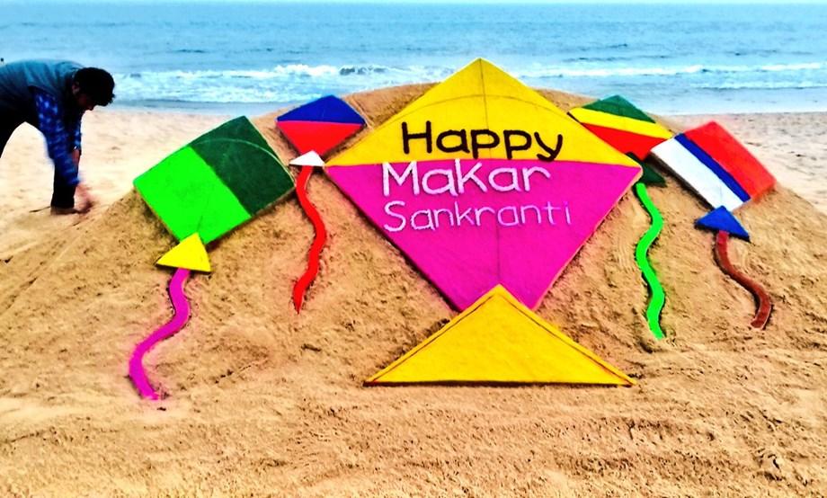Sudarsan Pattnaik creates colorful kites to wish Makar Sankranti