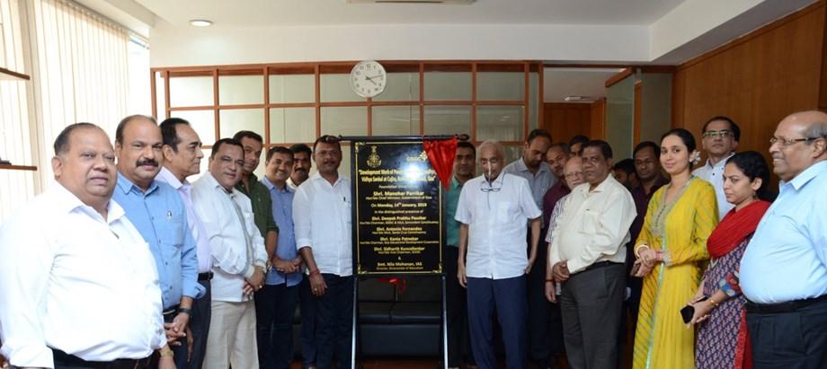 Manohar Parrikar unveils plaque for school complex
