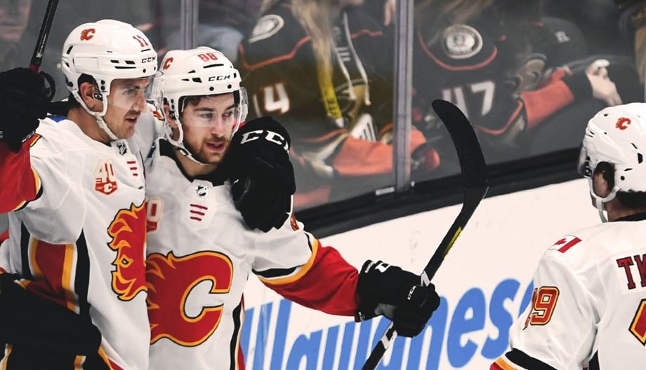 Flames aim to stay offensive vs. Blackhawks
