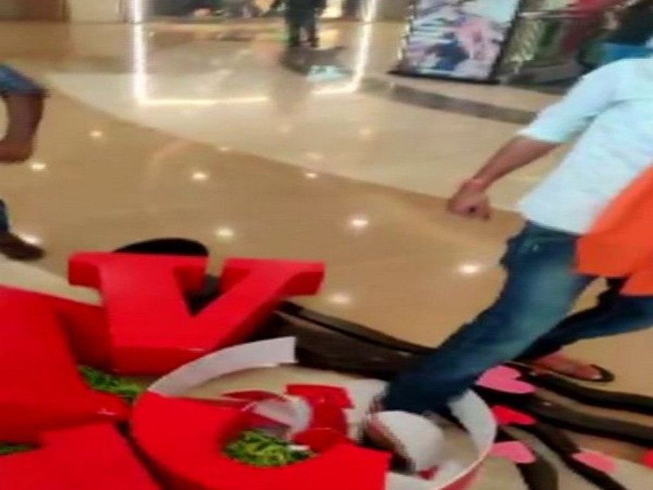 On Valentine's Day, Bajrang Dal workers vandalise decorations in malls in Hyderabad