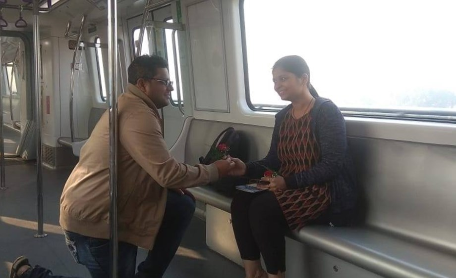 Man proposes to girlfriend in EW Metro''s inaugural train