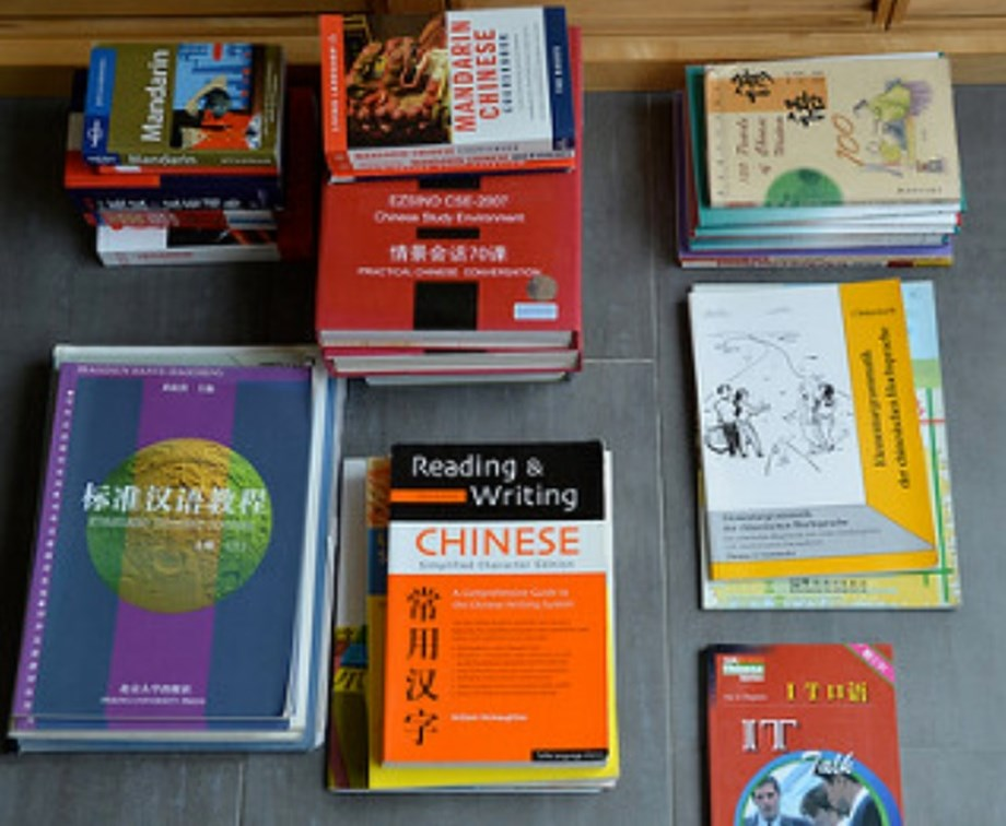 Youths in Uganda start learning Chinese language with airing of language programs