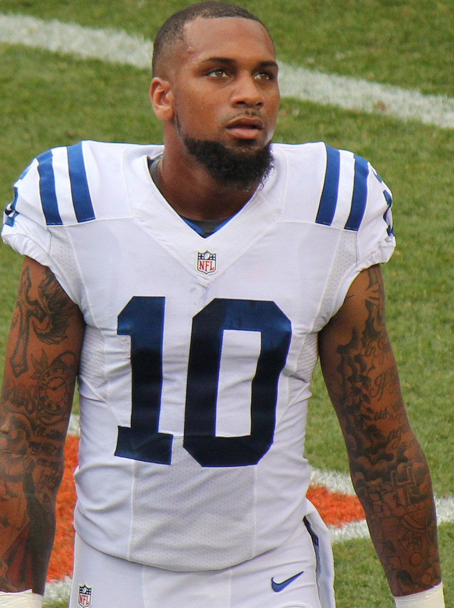 Steelers WR Moncrief (finger) returns to practice