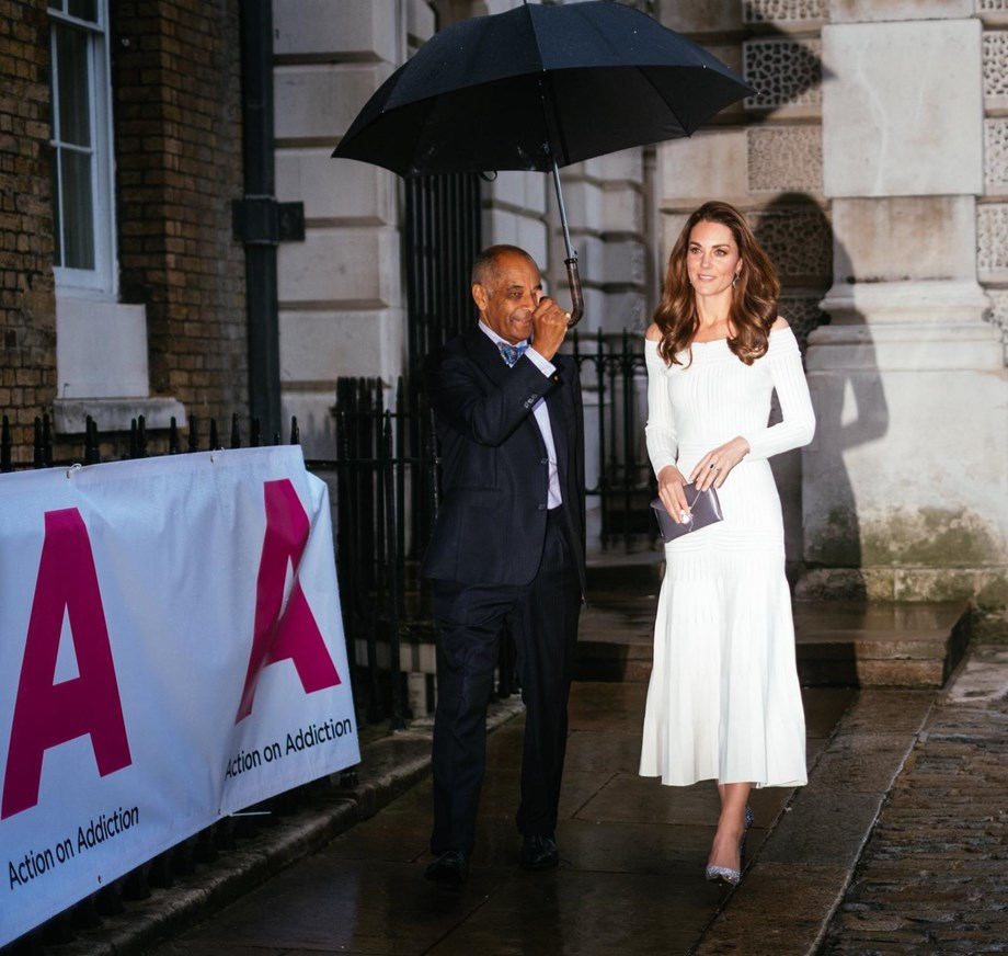 Kate Middleton wears sparkly pumps to attend gala dinner