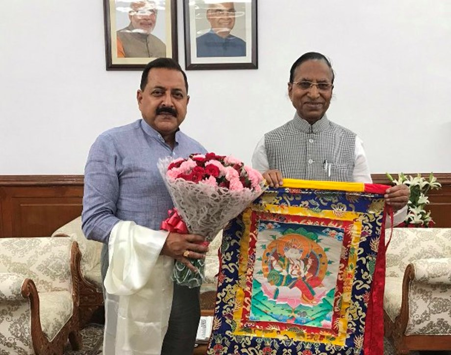 Ganga Prasad shares with DoNER Minister political developments in Sikkim