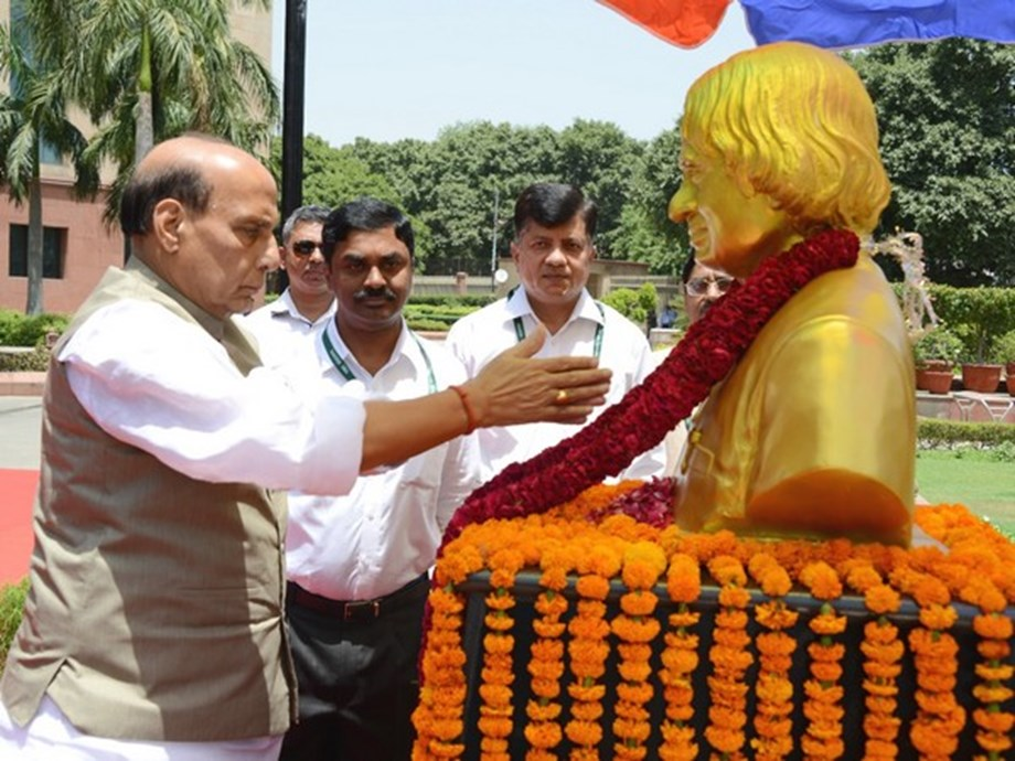 Rajnath instructs DRDO to focus on projects of national importance