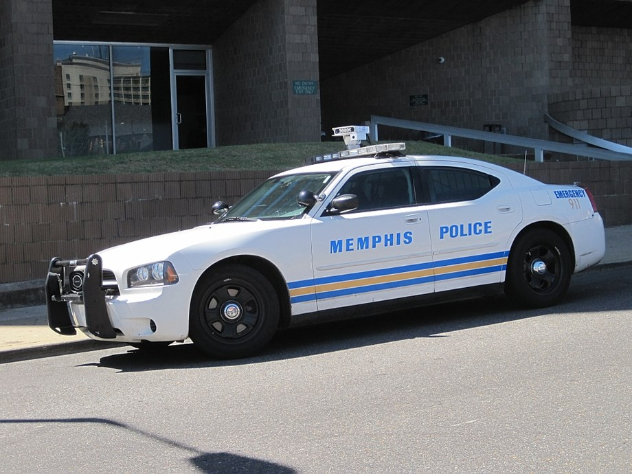 UPDATE 1-Calm prevails in Memphis neighborhood 2 days after fatal shooting, amid police patrols