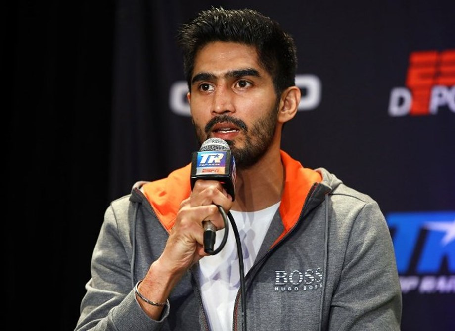 No stopping Vijender, wins 11th successive pro bout to continue unbeaten run