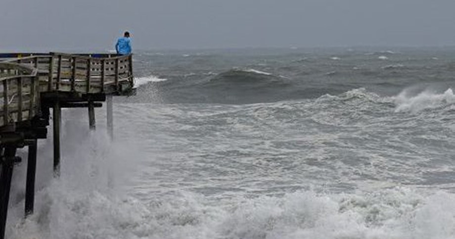 Emergency crews scrambling to rescue people stranded in US hurricane