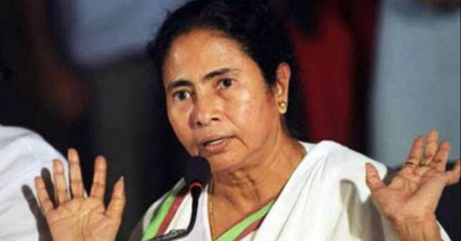 Mamata Banerjee slams center for cheating nation with 'note-ban scam'