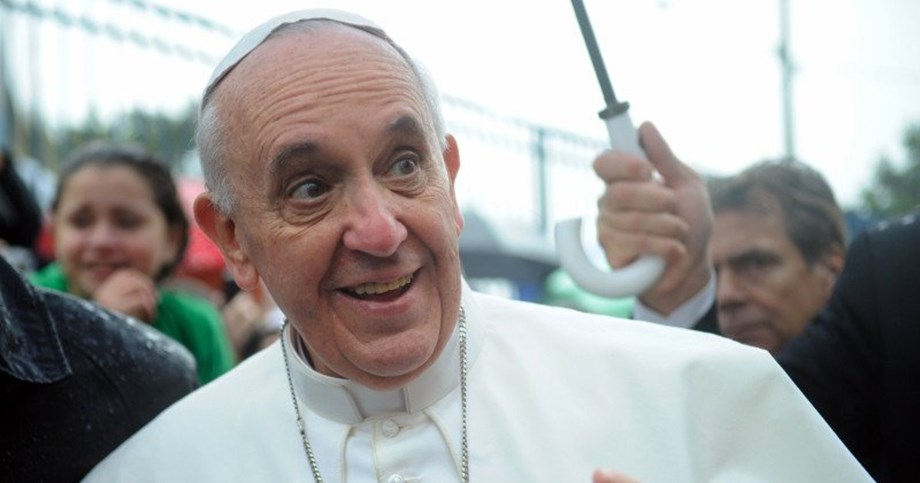 Pope rejects noise of consumerism, says give meals, gifts to someone in need
