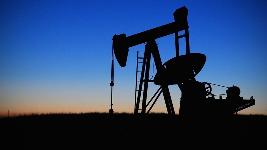 UPDATE 9-Oil sinks to 3-month lows as coronavirus raises demand fears