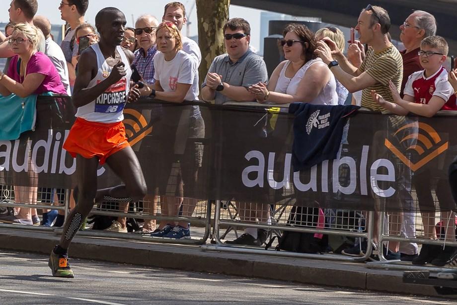 Athletics-Kipchoge to make return at April's London Marathon