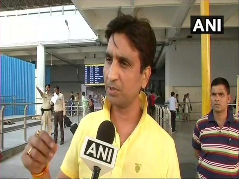 Kumar Vishwas' car stolen from his Ghaziabad-based residence