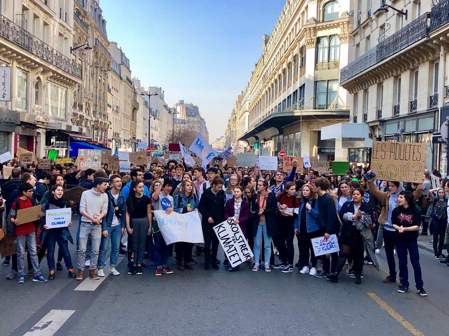 Students step up pressure on world leaders to fight against climate change