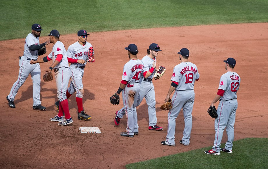 Birthday basher Moreland leads Red Sox past Yanks