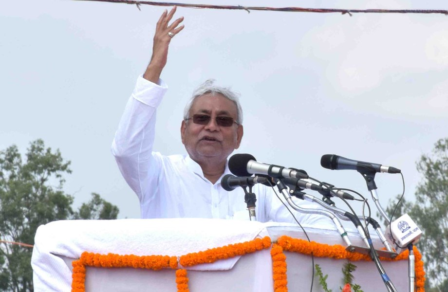 Nitish attacks on RJD, says youth enter politics by virtue of family background