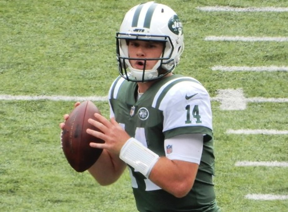 Report: Jets QB Darnold to wear specialized pads