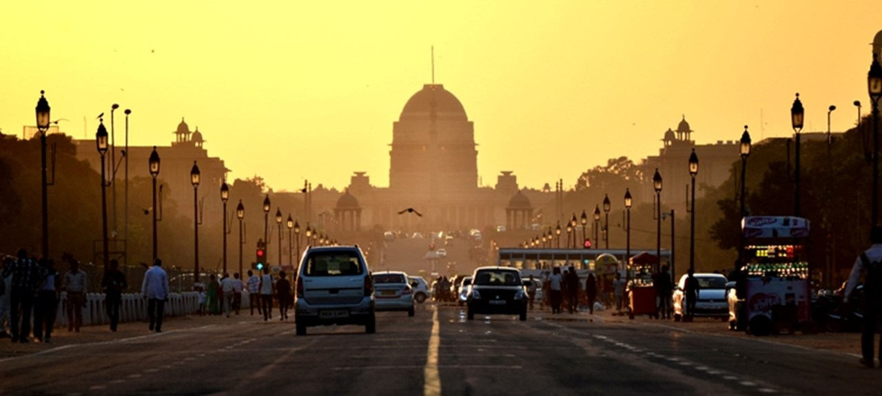 Air quality remains 'very poor' in Delhi with fog and mist