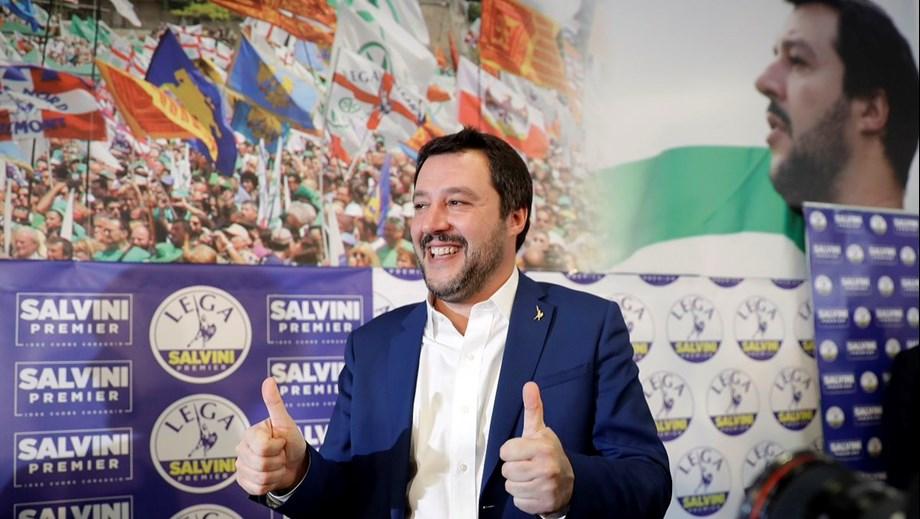 Italy's Salvini leads to demolish mafia villa in Rome