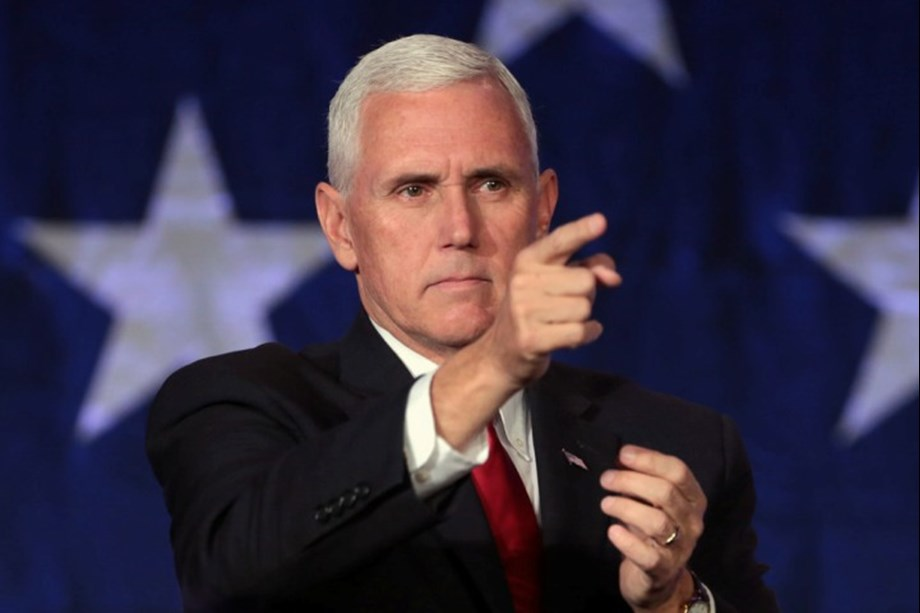 Pence views overcrowded, bad-smelling facility for detained migrants in Texas