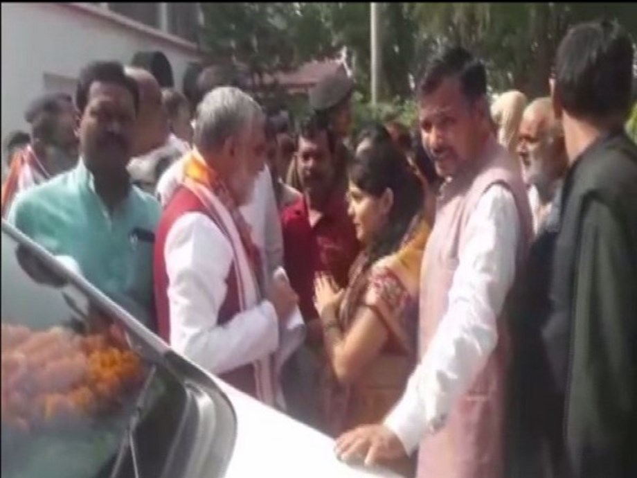 Health Minister loses cool, shouts at protesters in Bihar's Buxar