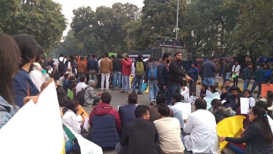 2,000 research scholars arrested protesting outside MHRD office demanding stipend hike