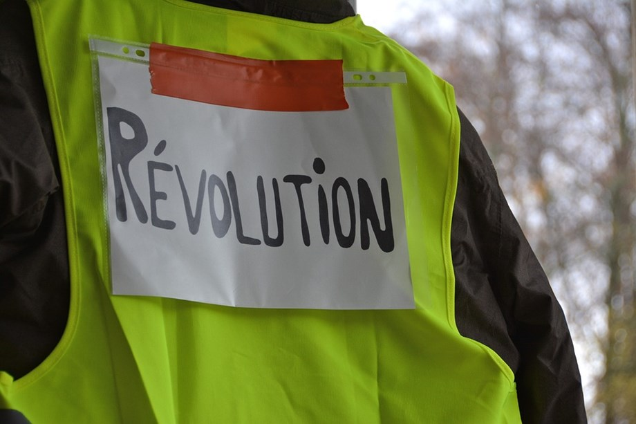 Yellow vest protestors flock France streets for 21st straight weekend