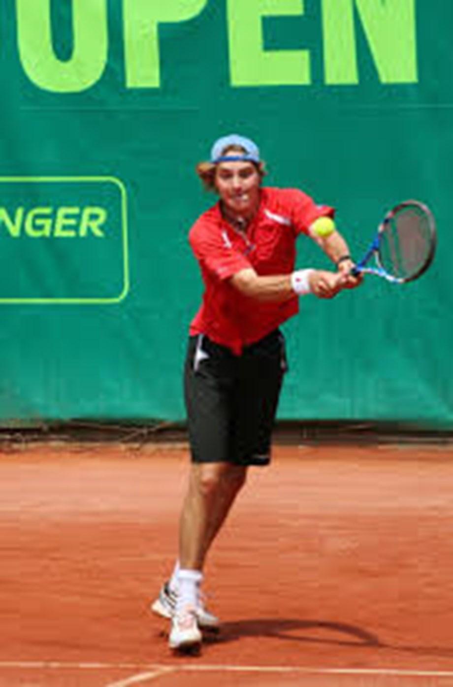 Tennis-Unseeded Struff knocks out Tsitsipas in Cincinnati