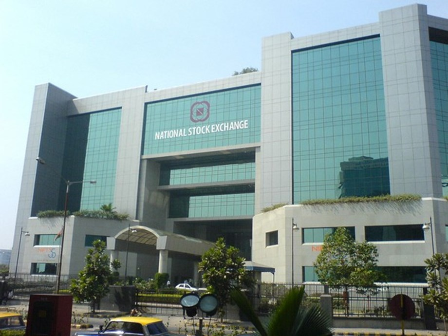 Equity indices in negative zone, Indiabulls Housing Finance falls by 8.3 pc