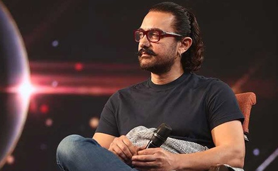Aamir Khan happy with Shah Rukh for working on 'Saare Jahaan Se Achha'