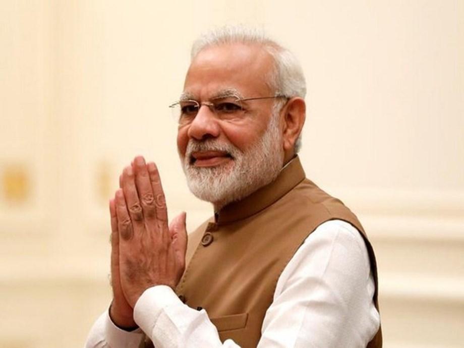Modi performs Narmada 'aarti' at Sardar Sarovar dam