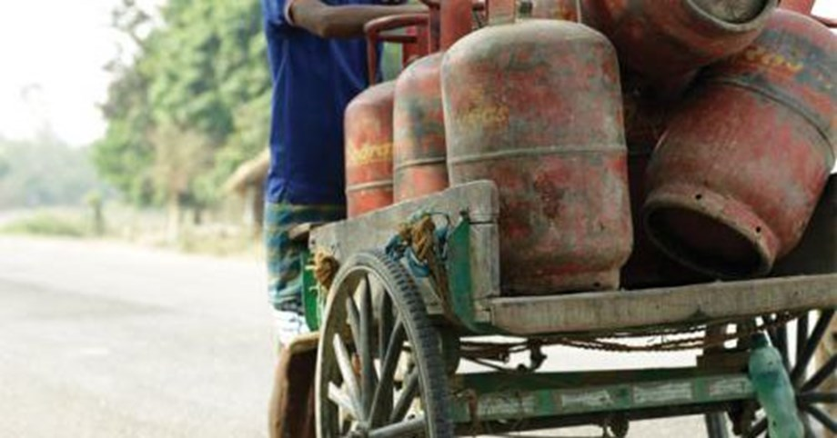 Delhi: Price of non-subsidised LPG cylinder cost up by Rs 60