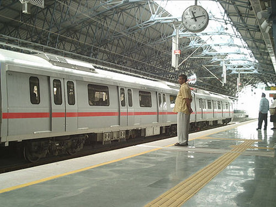 Commuters stranded as DMRC's red line affected due to technical snag