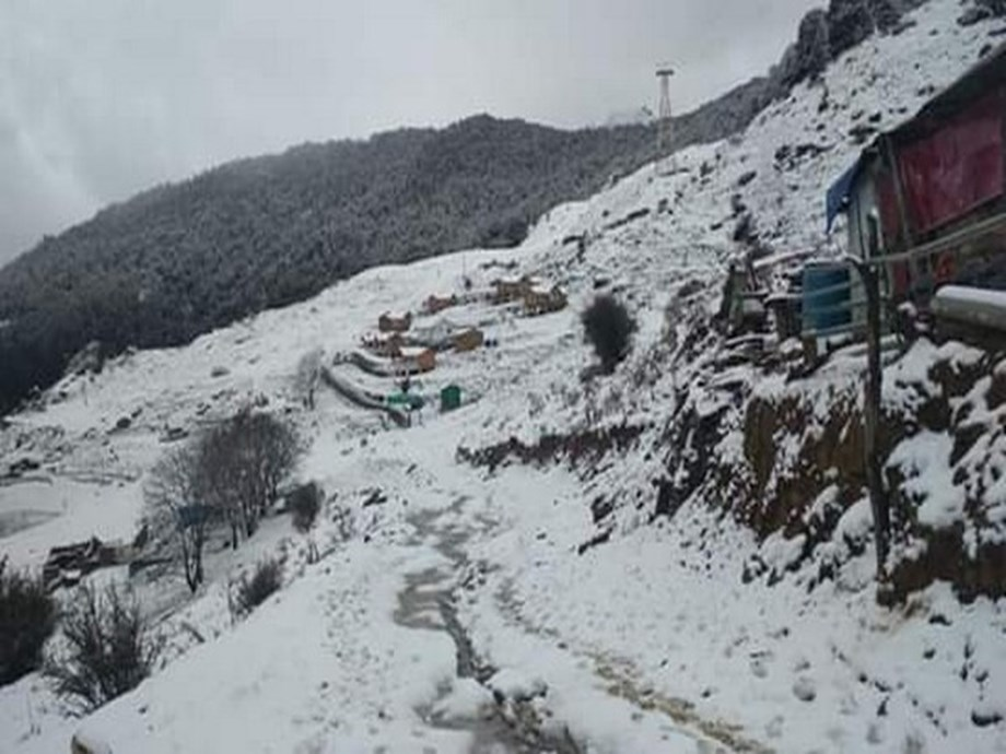 All schools, anganwadis in HP's Chamoli to be shut on Saturday due to snowfall