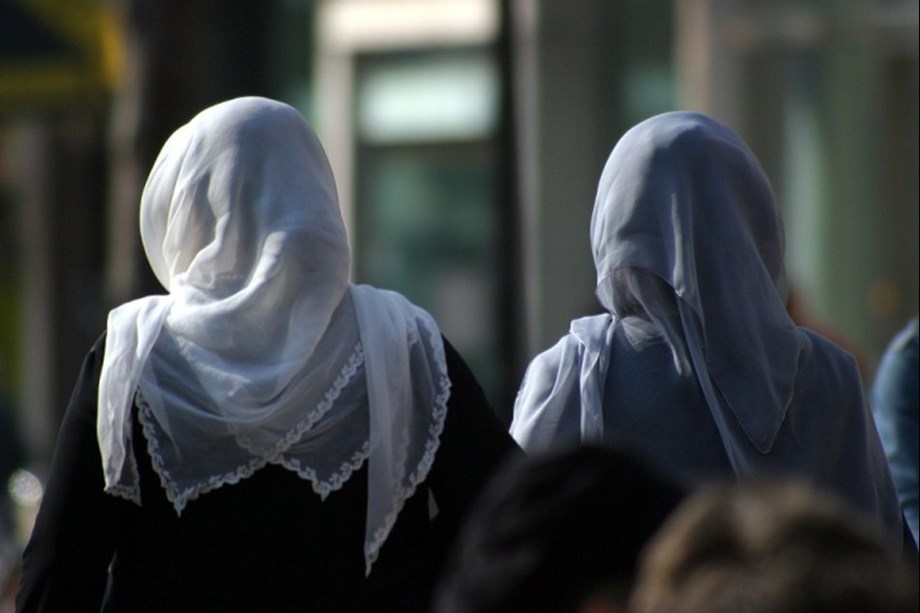 Niqab banned in Tunisian government offices