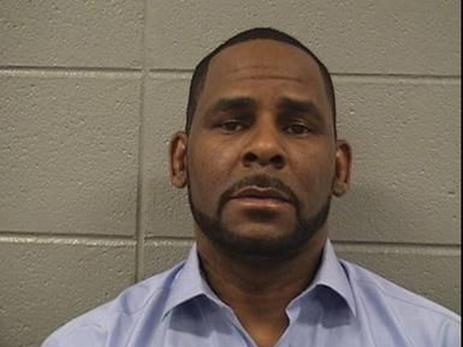 Woman in infamous R. Kelly tape cooperating with prosecutors
