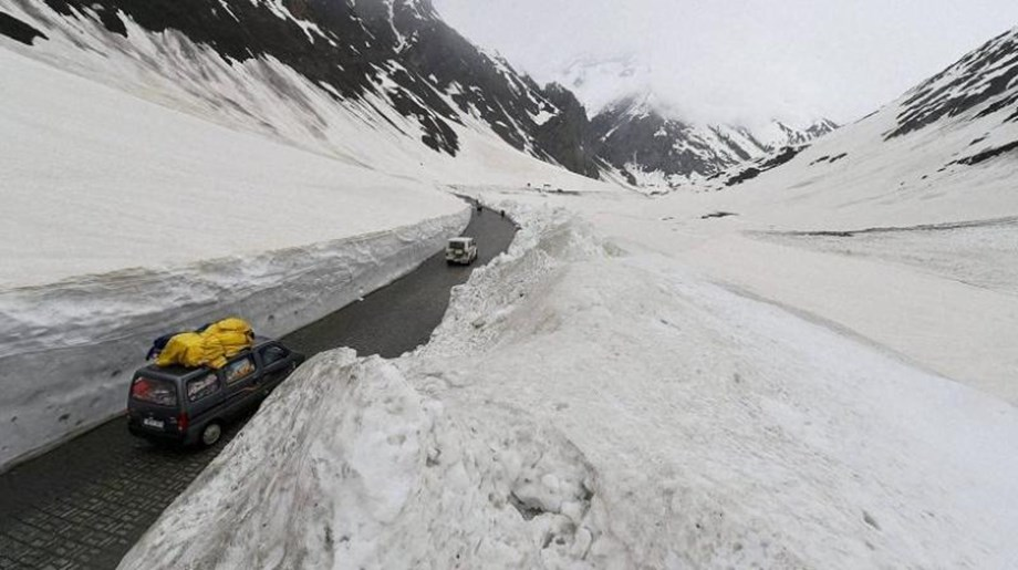 Ladakh region continues to reel under first cold wave of season: Met