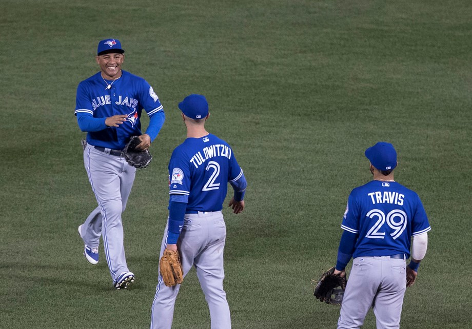 Blue Jays blast 3 homers in victory over White Sox