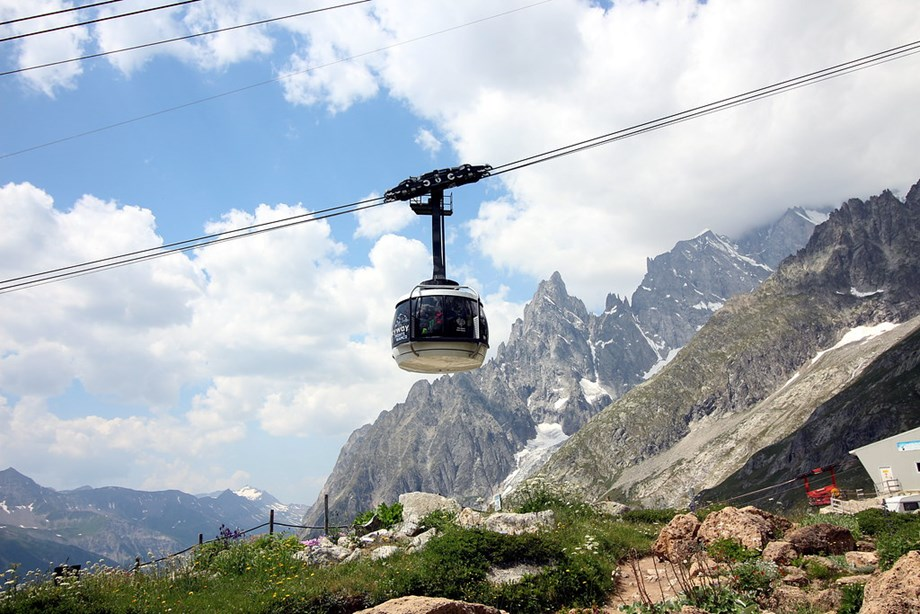 1 killed, 6 injured in accident on Swiss cable car route