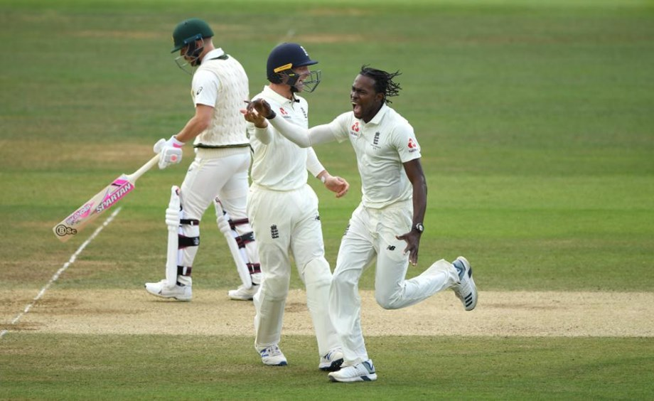 Archer's rocket-like speed puts Australia in puzzle