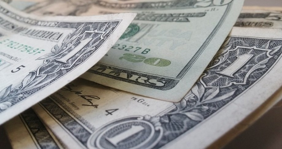 Dollar set for biggest weekly drop in two months over global growth